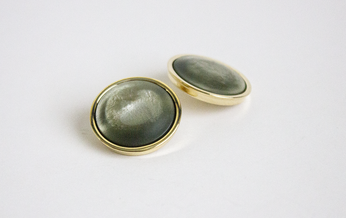 BUTTON SHANK IN GREEN AND GOLD