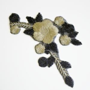 204.001002 gold black flower motive