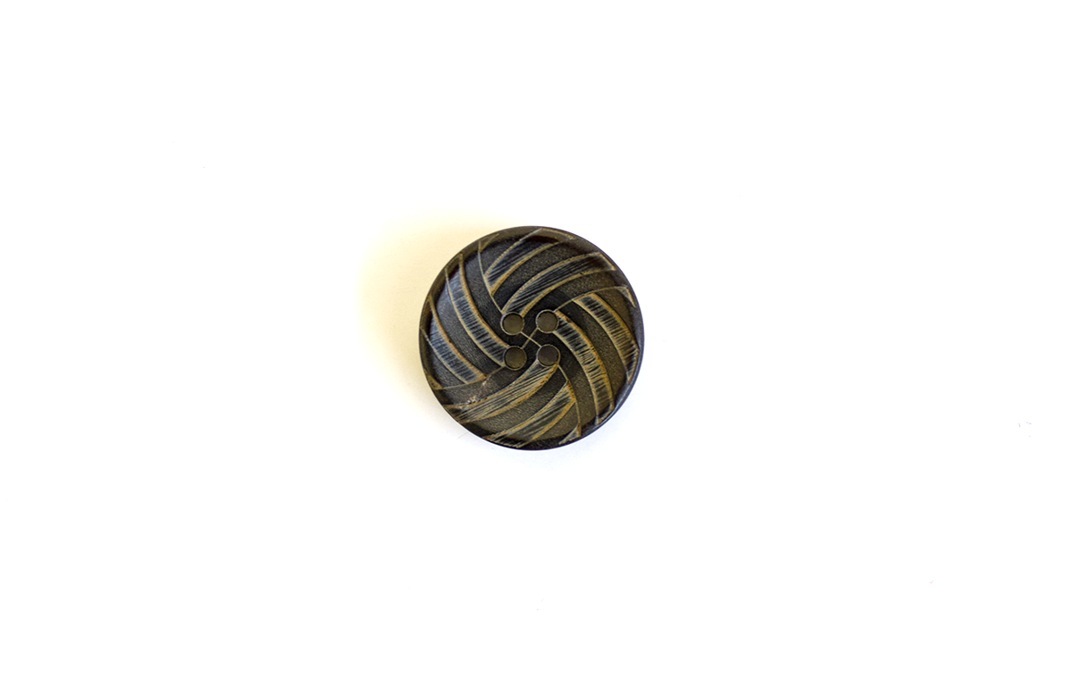 4 HOLE HORN BUTTON W/ PATTERN