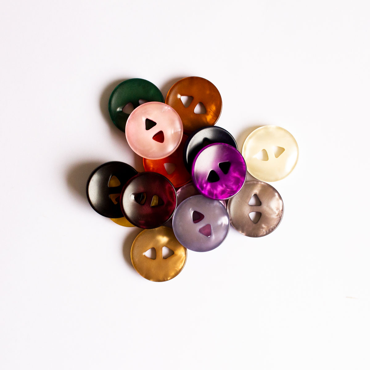 2 HOLE BUTTON W/ MOTHER OF PEARL LOOK