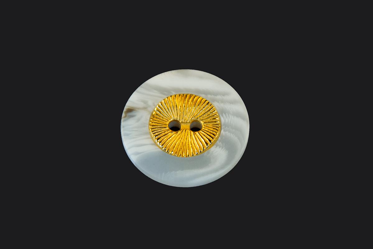 BASIC SHIRTBUTTON W/ GOLD LOOK – WHITE
