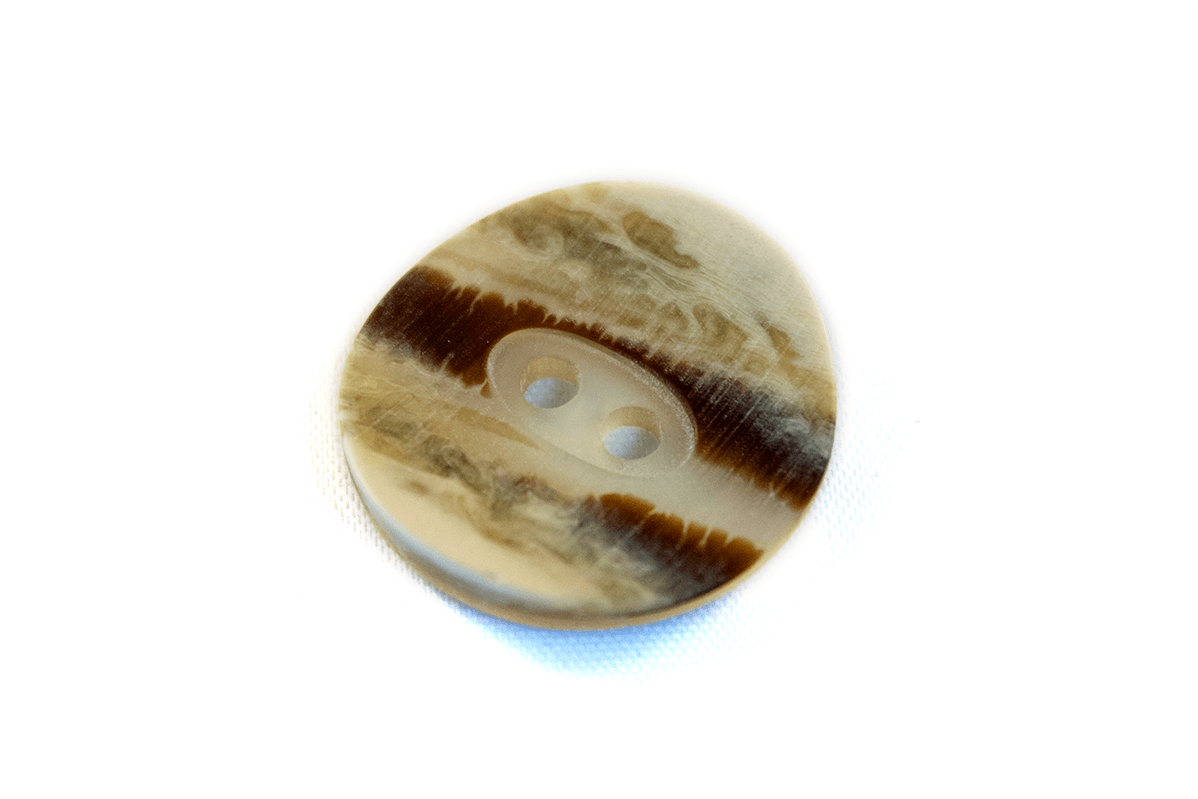 2 HOLE FAUX HORN CURVED BUTTON