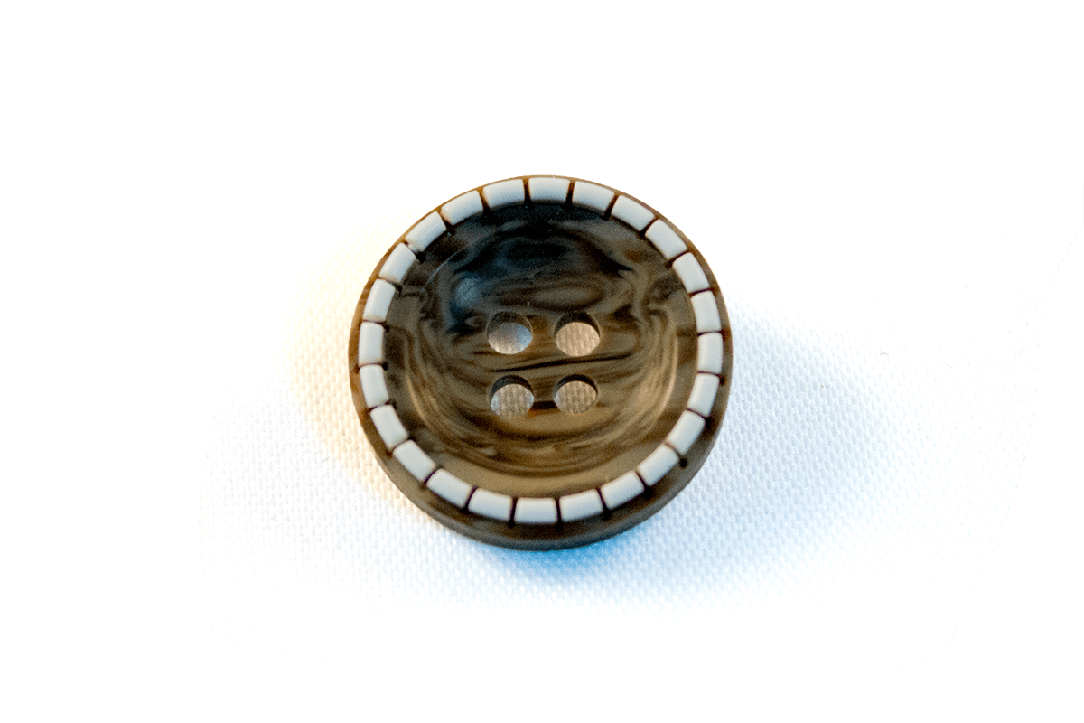 4 HOLE POLYESTER BUTTON WITH NATURAL PATTERN
